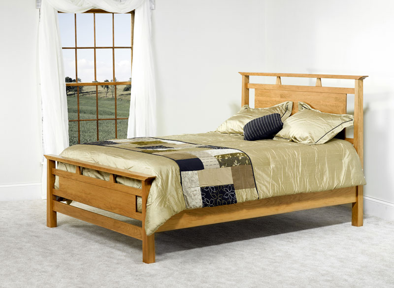 Olbrich Gardens Bed with Standard Footboard